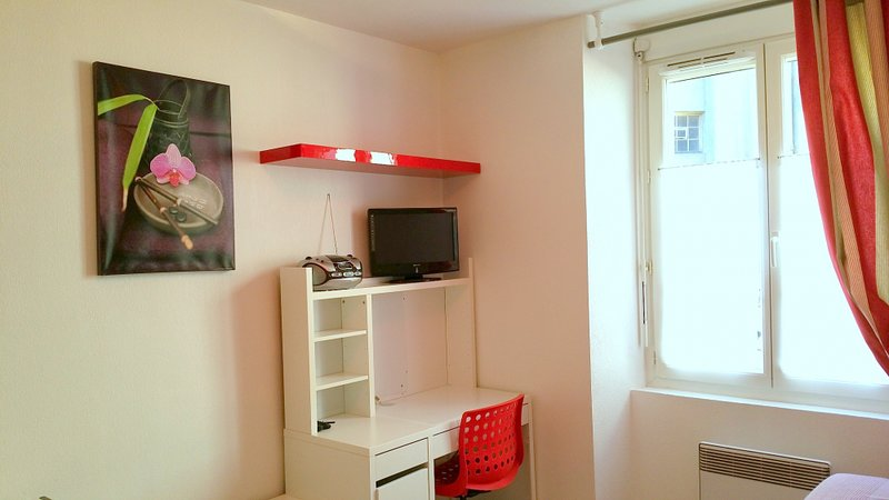 Coquet Studio 20 m2 centre 2 pers 104, vacation rental in Thoard