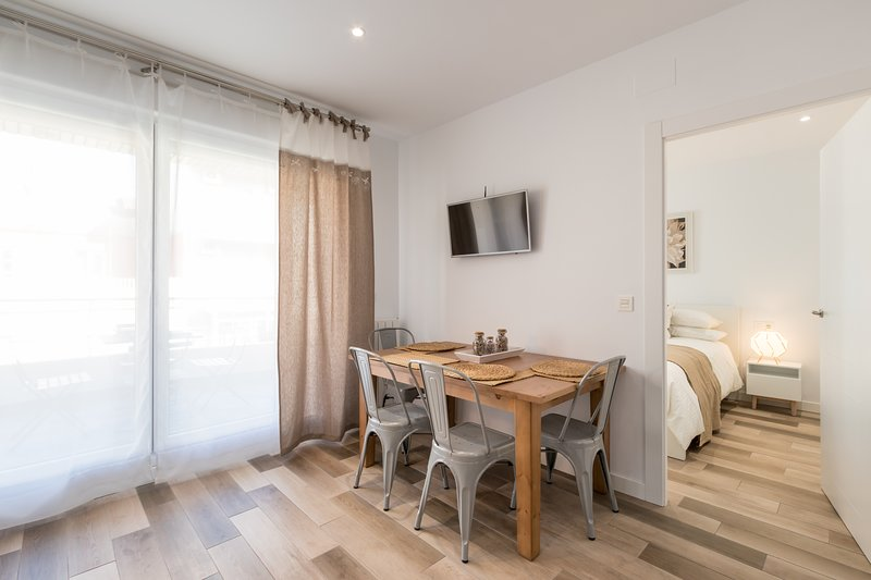 APARTAMENTO EN EL CENTRO CON TERRAZA, holiday rental in Churriana de la Vega