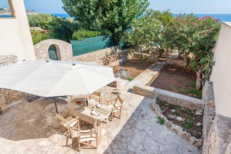 Casa Penelope - Giardino - Direct Sea Access, location de vacances à Marina di Marittima
