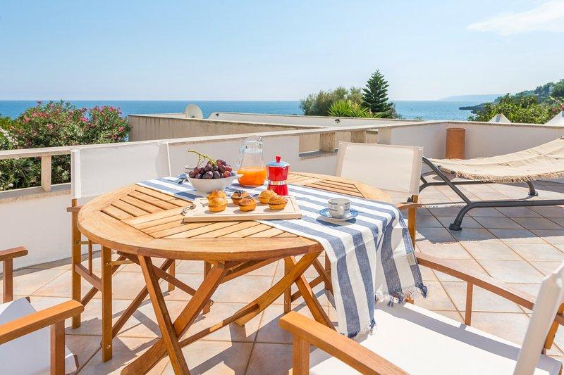 Casa Peneloper - Terrace and Sea access, location de vacances à Marina di Marittima