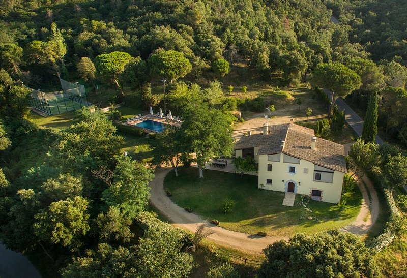 Bird's eye view - see villa, pool, paddle tennis, bbq terrace & beautiful gardens & landscape & view