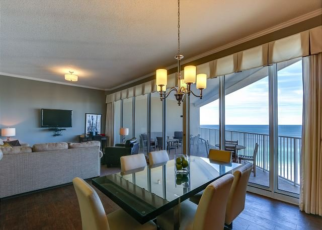 'My Happy Place' ~ Penthouse condo with 2 pools, hot tub, beach!, vacation rental in Miramar Beach