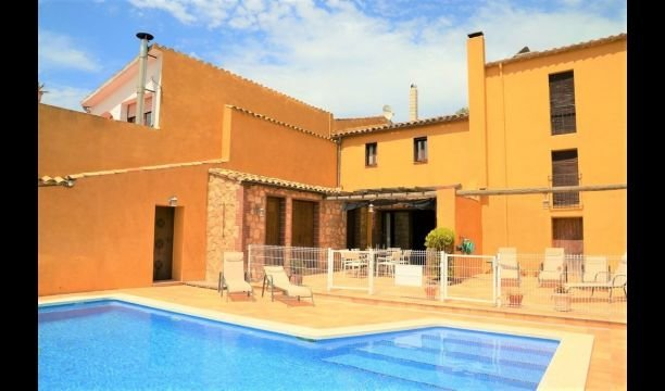 Cantallops Villa Sleeps 6 with Pool and Air Con - 5000541, location de vacances à Els Hostalets de Pierola