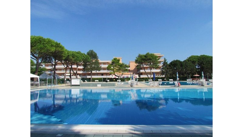 Amazing12 Swimming Pools Residence, holiday rental in Bevazzana
