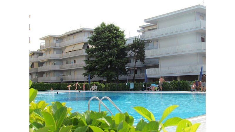 Residence with pools tennis volleyball children area - Beach place included, holiday rental in Bevazzana