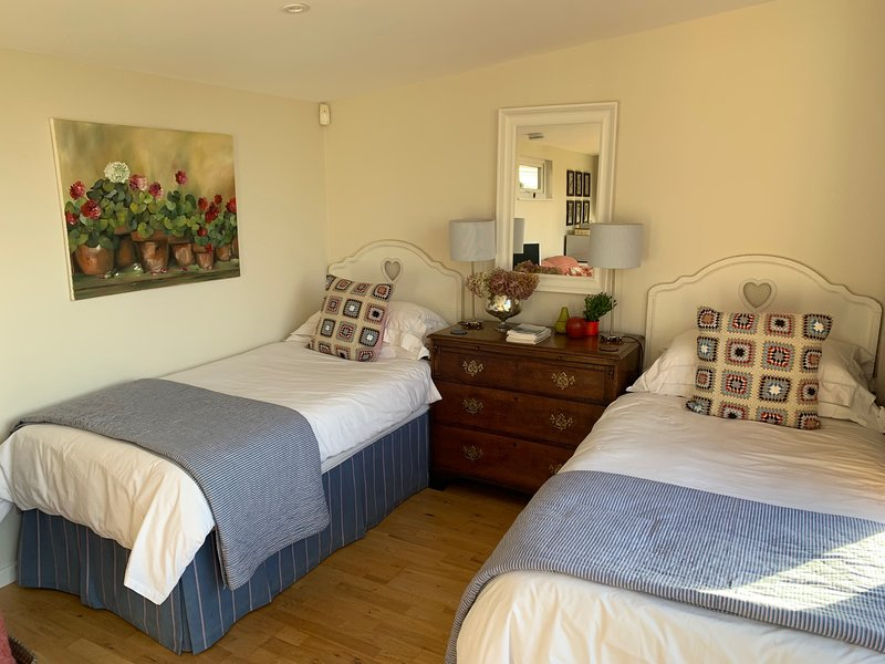 Stylish and Peaceful Cotswold Retreat, location de vacances à Shipton Oliffe