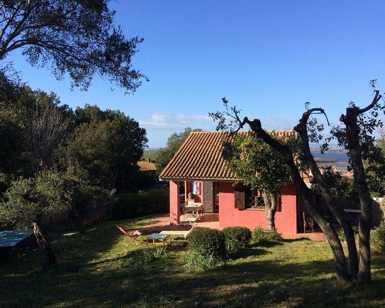 Villa al mare con grande giardino in parco archeologico, casa vacanza a Orbetello
