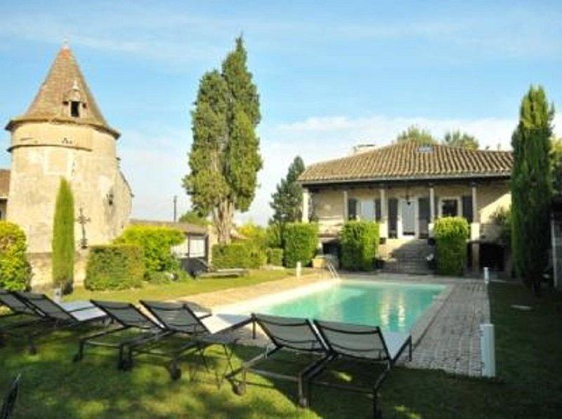 Belle demeure familiale du XVIIIème - Manoir dépaysant en campagne Déconnectez!, holiday rental in Puylaroque