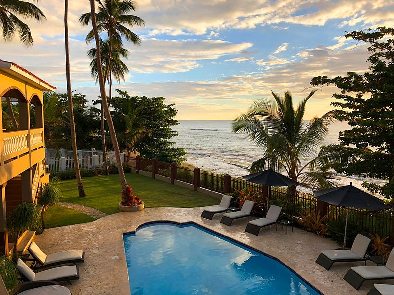 Maria's  - Luxury * Oceanfront * Vacation Rental w/ Private Access to the Beach, location de vacances à Rincon
