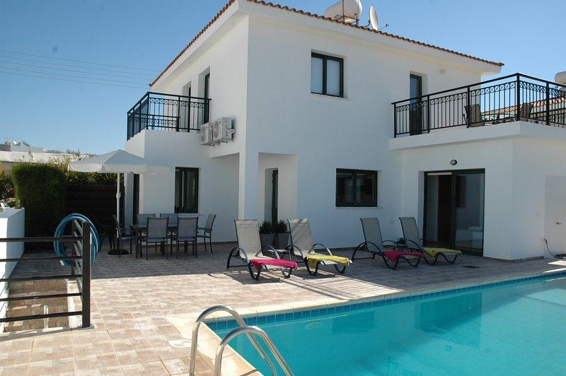 Kissonerga Villa Sleeps 6 with Pool Air Con and WiFi - 5702013, vacation rental in Kissonegra