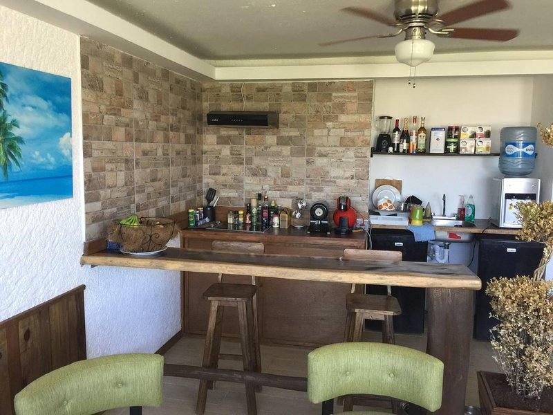 2 Bedroom Apartment with Balcony, vacation rental in Cancun