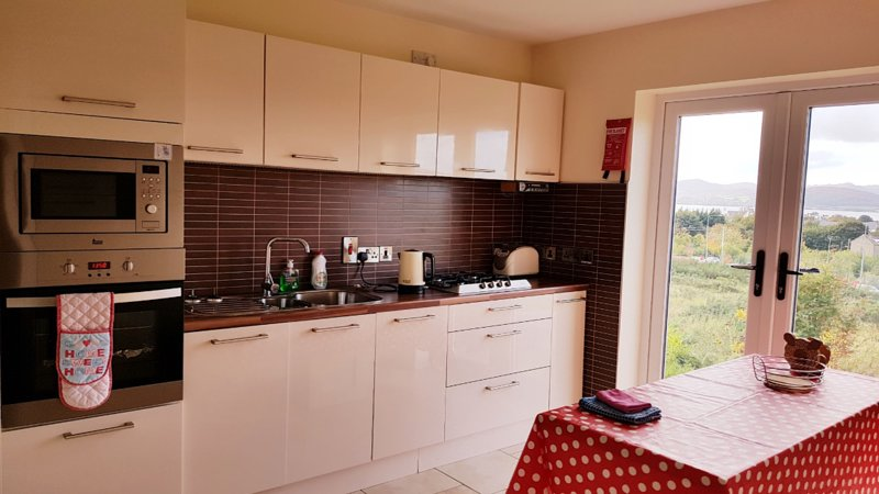 5 star Sea view modern apt, holiday rental in Clonmany