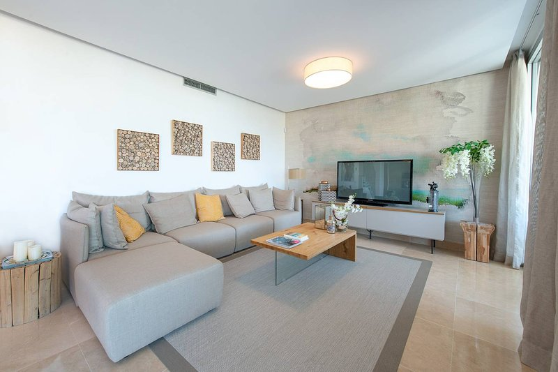 LUXURY DUPLEX PENTHOUSE ROOFTOP TERRACE MARBELLA, location de vacances à Benahavis