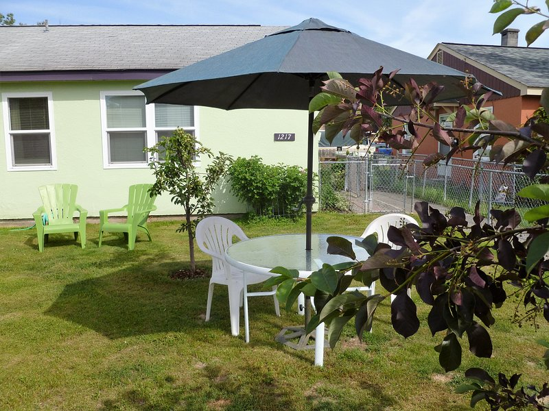 Fully Furnished, Central Location, Easy Access To Anchorage's Many Attractions!, holiday rental in Eagle River