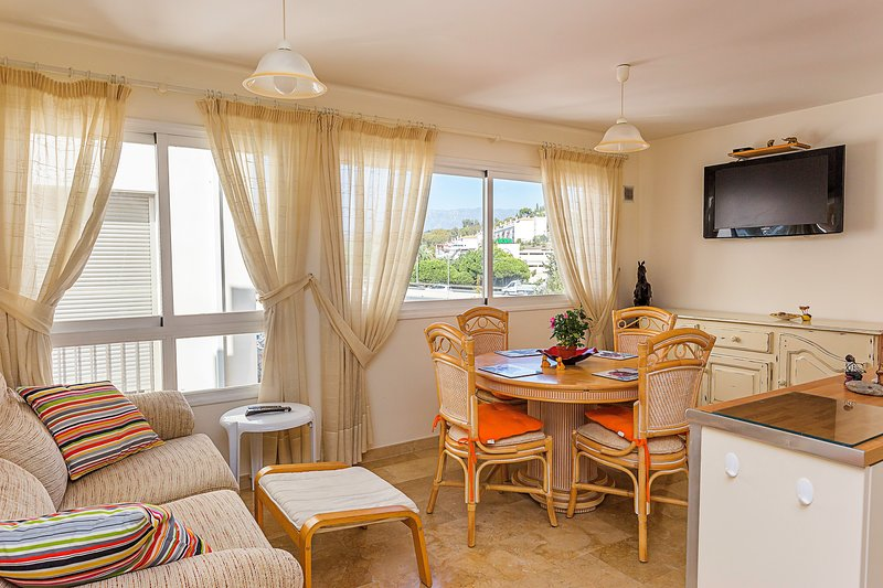 The apartment is located in the main avenue of La Cala