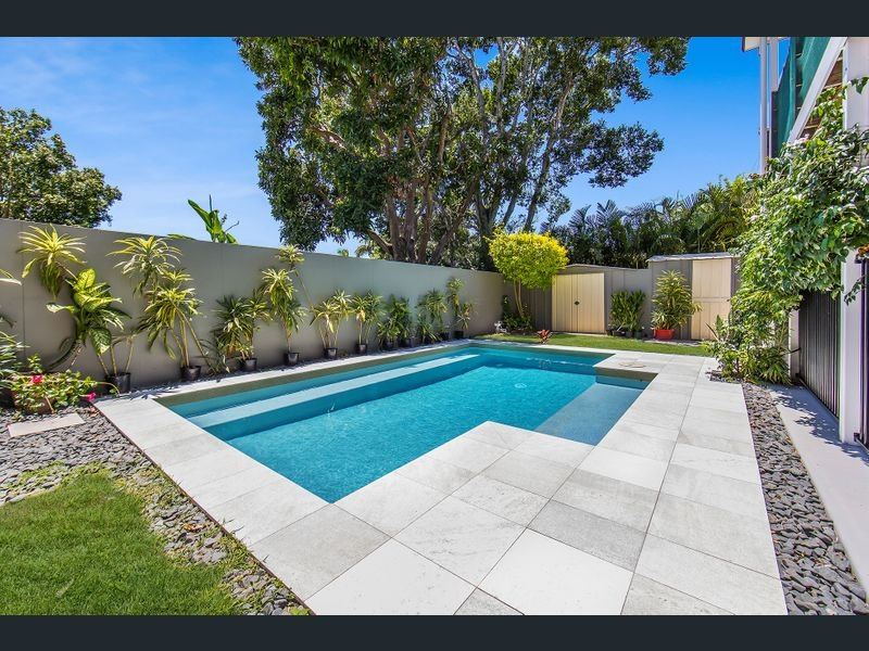 Chic tropical Apartment Air Con Fast WIFI Pet friendly Quiet Ambience, vacation rental in Brisbane