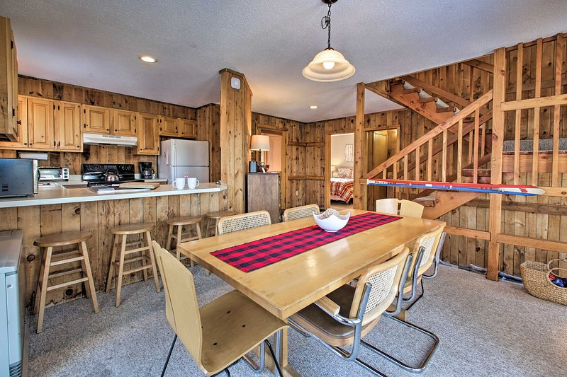 This 3-bedroom, 2-bathroom condo in Bartlett is perfect for groups of 12.