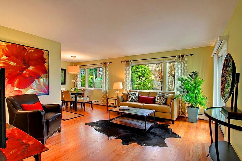 Condo #3 Is Light And Bright And Furnished With Stylish High End Decor