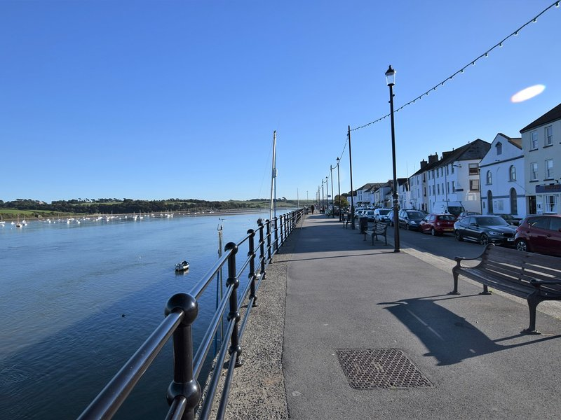 Sit back relax and watch the boats go to and fro on Appledore quayside