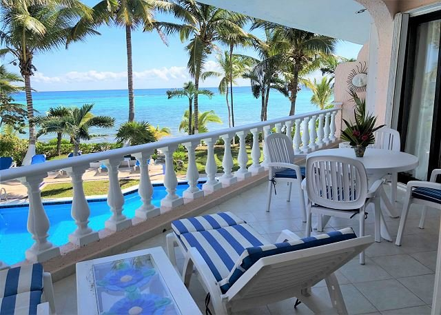 Charming 2BR condo with ocean view - Pool, Beachfront, Wifi, AC, vacation rental in Akumal