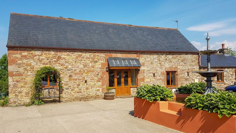 Tanglewood Barn - Luxury barn conversion situated on a small farm on the outskir, vacation rental in Langholm
