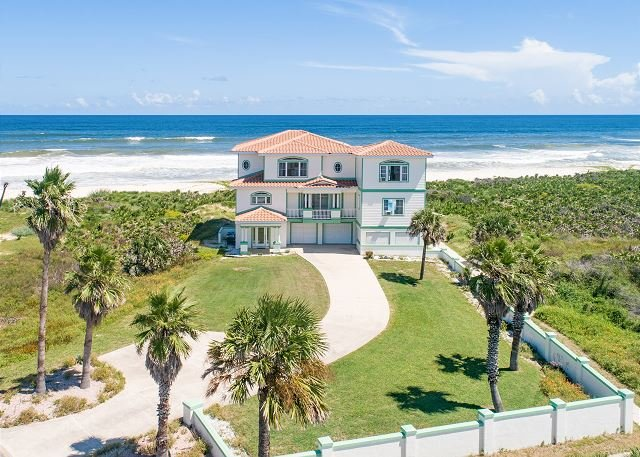 Immaculate Oceanfront Home w/ 2 Master Suites, Private Pool & 3 Balconies, alquiler de vacaciones en Palm Coast