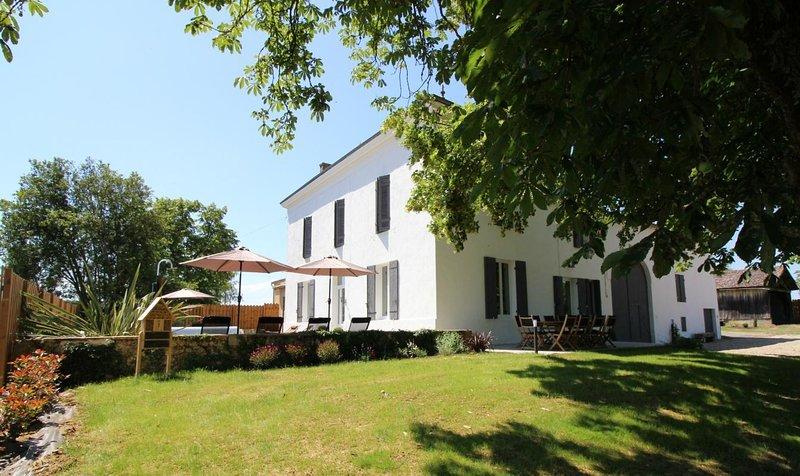 La Métairie de Chillac, gîte de charme au pied d'un vignoble biologique., holiday rental in Sauveterre-De-Guyenne