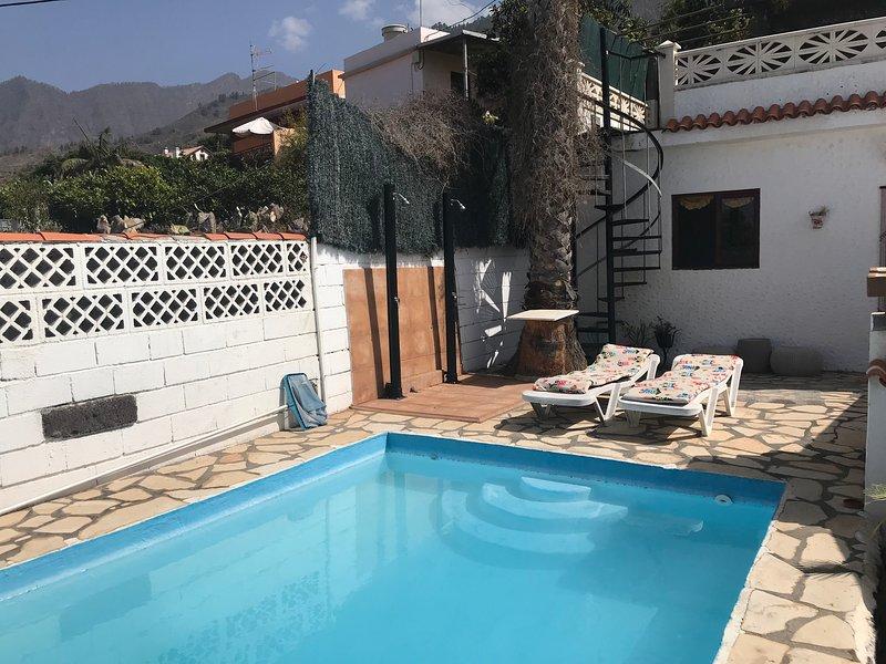 Rear facade with pool