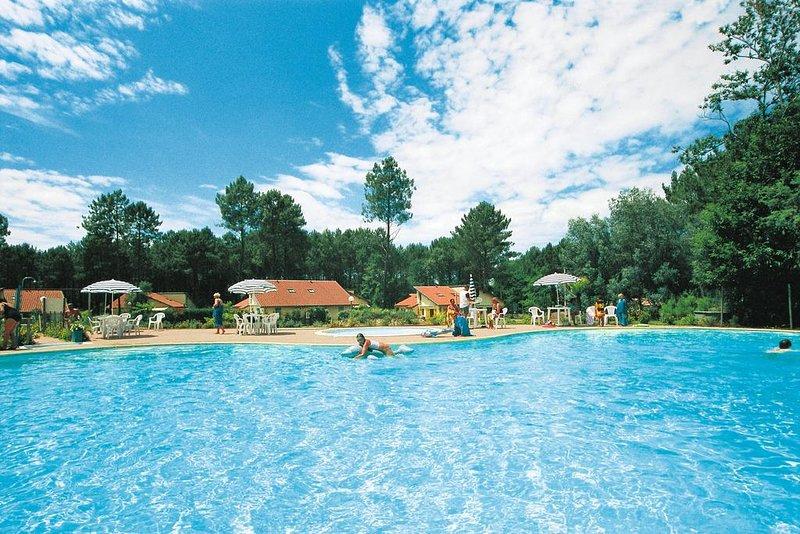 Beautiful house with pool access, casa vacanza a Levignacq