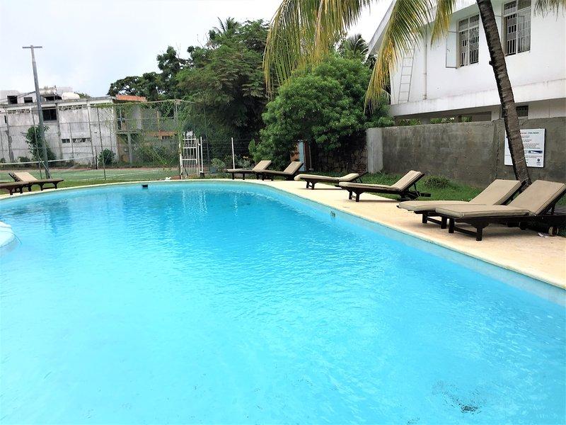Amazing apt with pool access, location de vacances à Pointe aux Biches