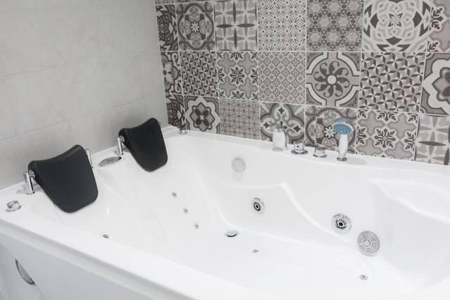 Huge luxurious jacuzzi bath tub