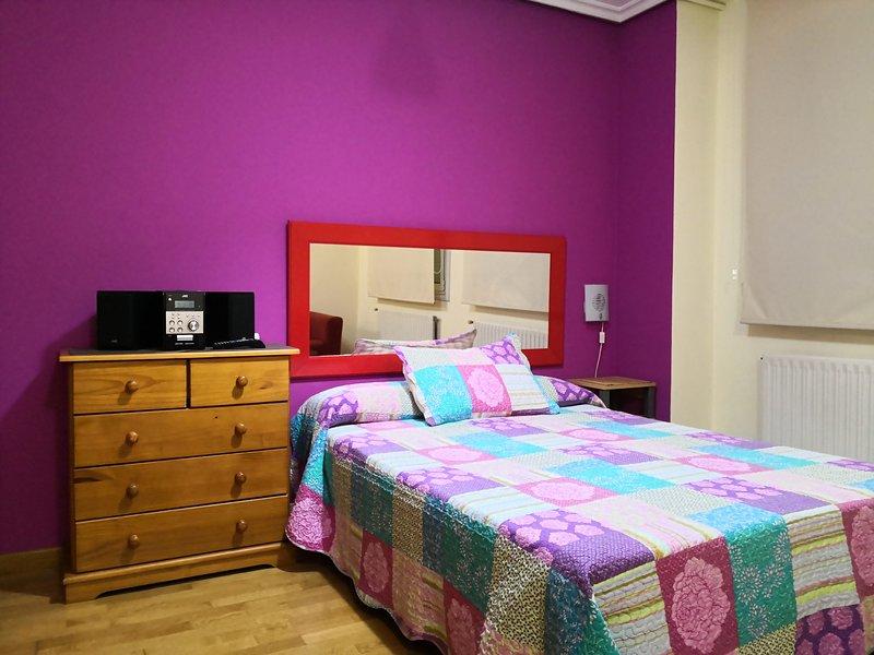 ESTUDIO LOFT COQUETO HUCA, holiday rental in Oviedo