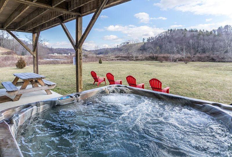 Lower deck with hot tub