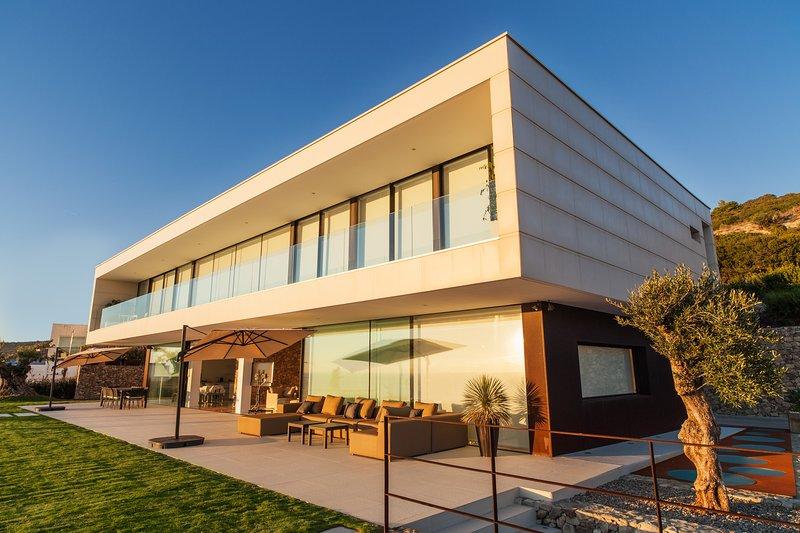 Villa de lujo con vistas panorámicas al océano atlántico y África, holiday rental in Bolonia