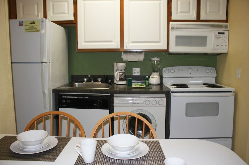 Utensilios de cocina, platos, utensilios de cocina, vasos. ¡No necesitas traer nada!