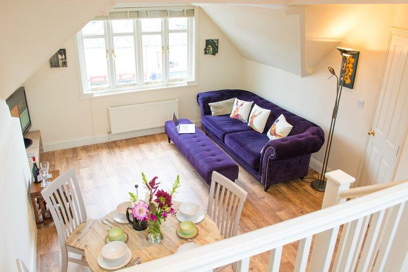 Spacious 2 Bedroom Apartment | Walking distance from city centre | Parking, location de vacances à Saxlingham Nethergate