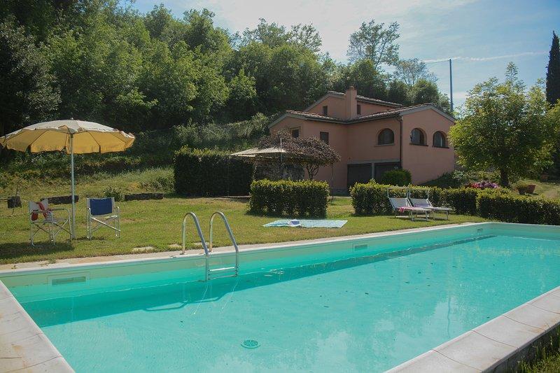 Poggio degli Ulivi, amazing villa in Chianti, with private pool, garden, view, holiday rental in San Pancrazio