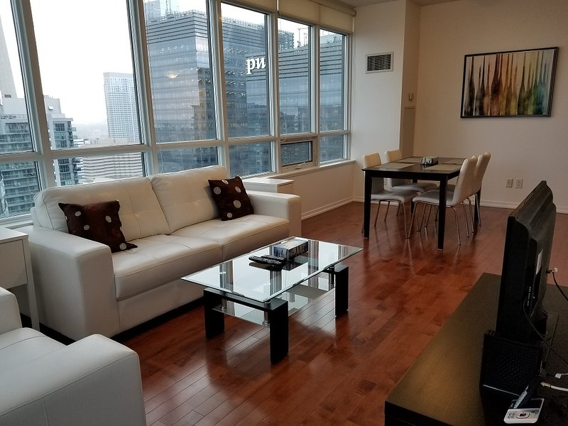 Downtown 2 Bedrooms Condo, next to harbour, alquiler de vacaciones en Toronto