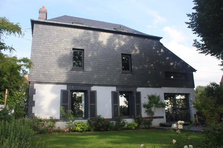 Jolie villa vue mer avec jardin et bain nordique, holiday rental in Villerville
