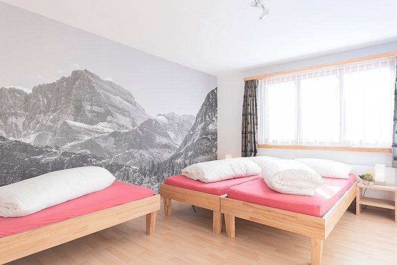 Chalet Viola, Wohnung 1. Obergeschoss, vacation rental in Tujetsch