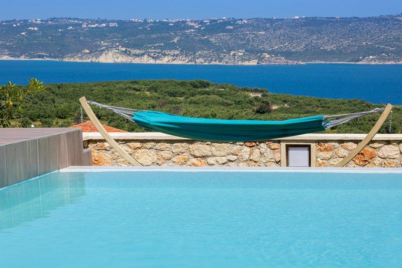 Plaka Villa Sleeps 6 with Pool and Air Con - 5757152, alquiler vacacional en Plaka