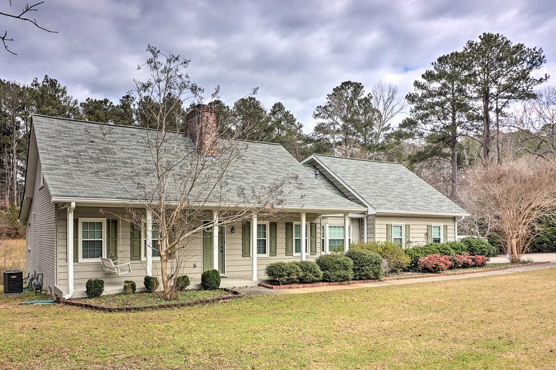 Fayetteville Home ~5 Mi to Pinewood Studios!, holiday rental in Union City