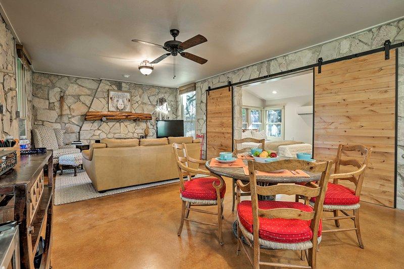 Blanco Riverfront Historic Home, 3 Mi to DT Blanco, holiday rental in Blanco