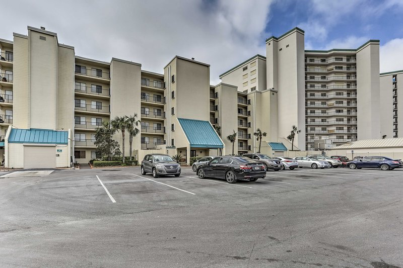 Located at the Mariner West in Panama City Beach, this condo has it all!