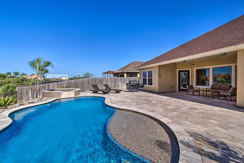 South Padre Home w/ Saltwater Pool Near Golf!, vacation rental in Laguna Vista