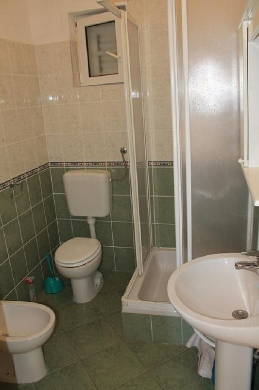 A3 Istok(2+2): bathroom with toilet
