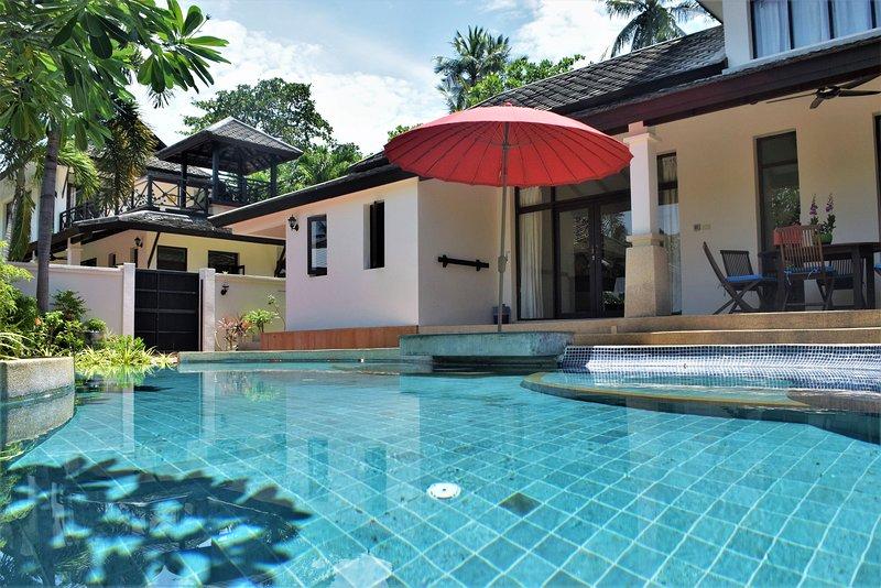 Banyan Villa 1 a través de la piscina privada