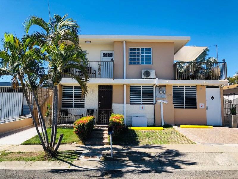 Big house with private apartments, laundry, terraces, parkings and pet friendly, holiday rental in Ponce