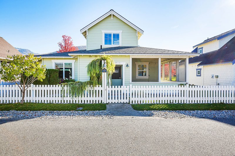 Highland Green Cottage, holiday rental in Oroville