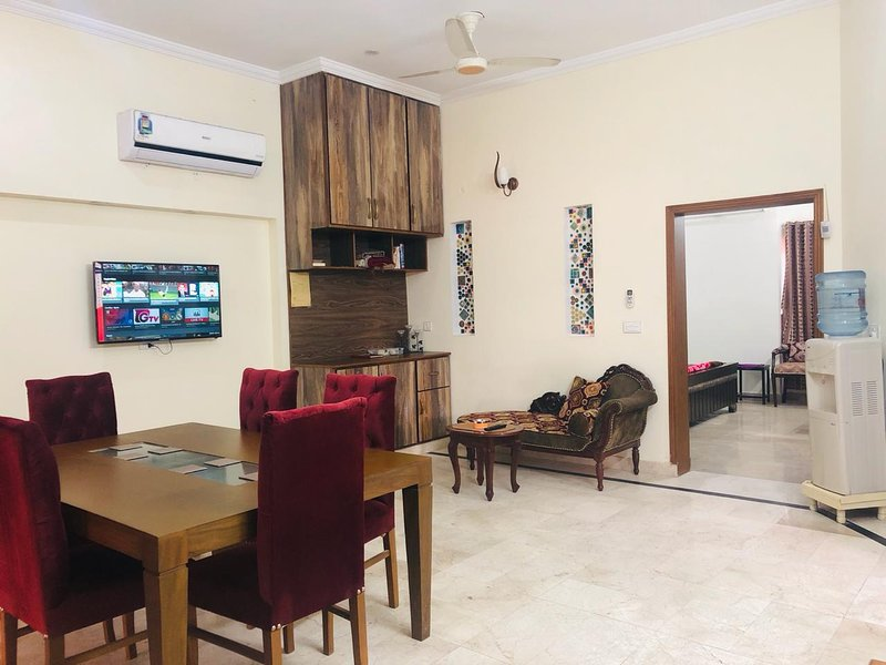 Stylish House Separate Portion in Bahria town Lahore, vakantiewoning in Pakistan